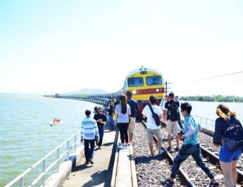 การรถไฟฯ จัดเดินขบวนรถพิเศษเส้นทาง กรุงเทพ – เขื่อนป่าสักชลสิทธิ์ นั่งรถไฟลอยน้ำต้อนรับฤดูกาลท่องเที่ยว
