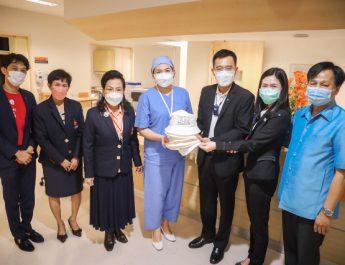 กลุ่มทรู ร่วมกับมูลนิธิออทิสติกไทย ส่งมอบหมวกฝีมือน้องออทิสติก 2,447 ใบ ให้แก่ผู้ป่วยมะเร็งทั่วประเทศ