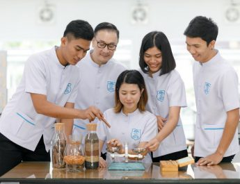 CIM DPU ชี้ตลาดสมุนไพรโตต่อเนื่อง มูลค่ารวมกว่าหมื่นล้าน ส่งผลตลาดต้องการบุคลากรด้านแพทย์แผนไทยมากขึ้น เหตุใช้สมุนไพรต้องมีความรู้